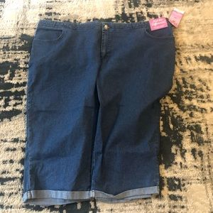 Woman's plus size capri jeans